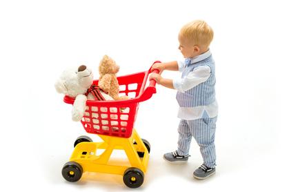 小さい子供へのプレゼント類をトイザらスで買う人