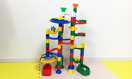 知育おもちゃ『NEWくみくみスロープ』がプレゼントとして人気の理由